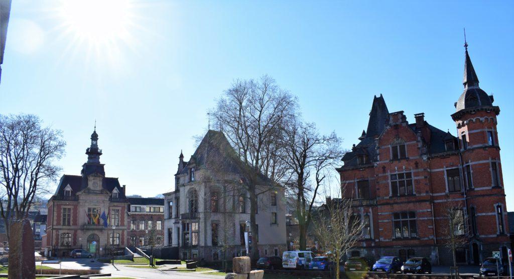 La Place du chârelet, l'hôtel de ville, la villa Steisel et la Villa Lang