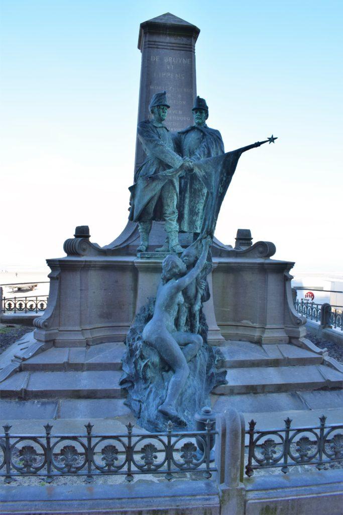 Sculpture sur la digue